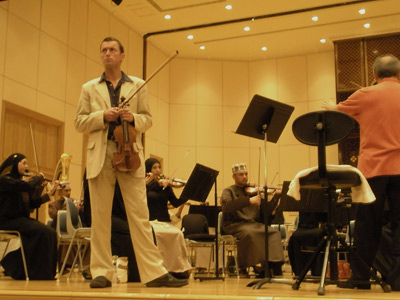 Oliver with the Royal Oman Symphony Orchestra and Jose Gomez
